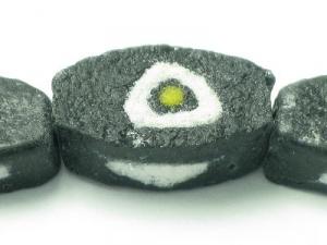 black/white triangle spot