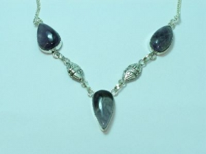 Sterling Silver Amethyst necklace with patterned oval detail 19""