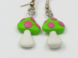 green/pink dots
