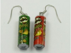 pringle tube with silver plated hooks